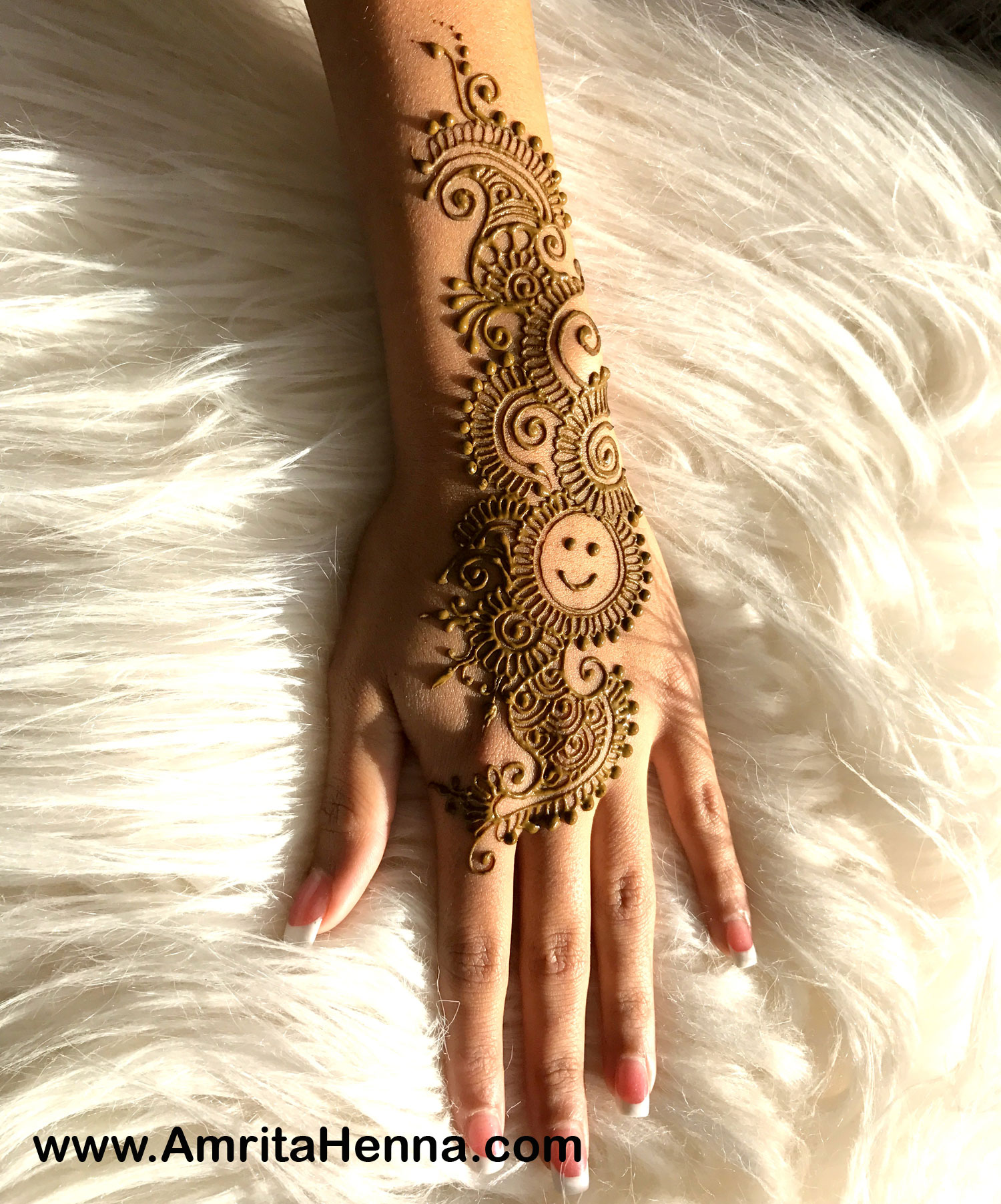 Best Smiley Henna Design - Best Smiley Face Mehndi Designs - Most Popular Smiley Emoticon Henna or Mehendi Design for a Henna Party - Simple Smiley Face Henna Design