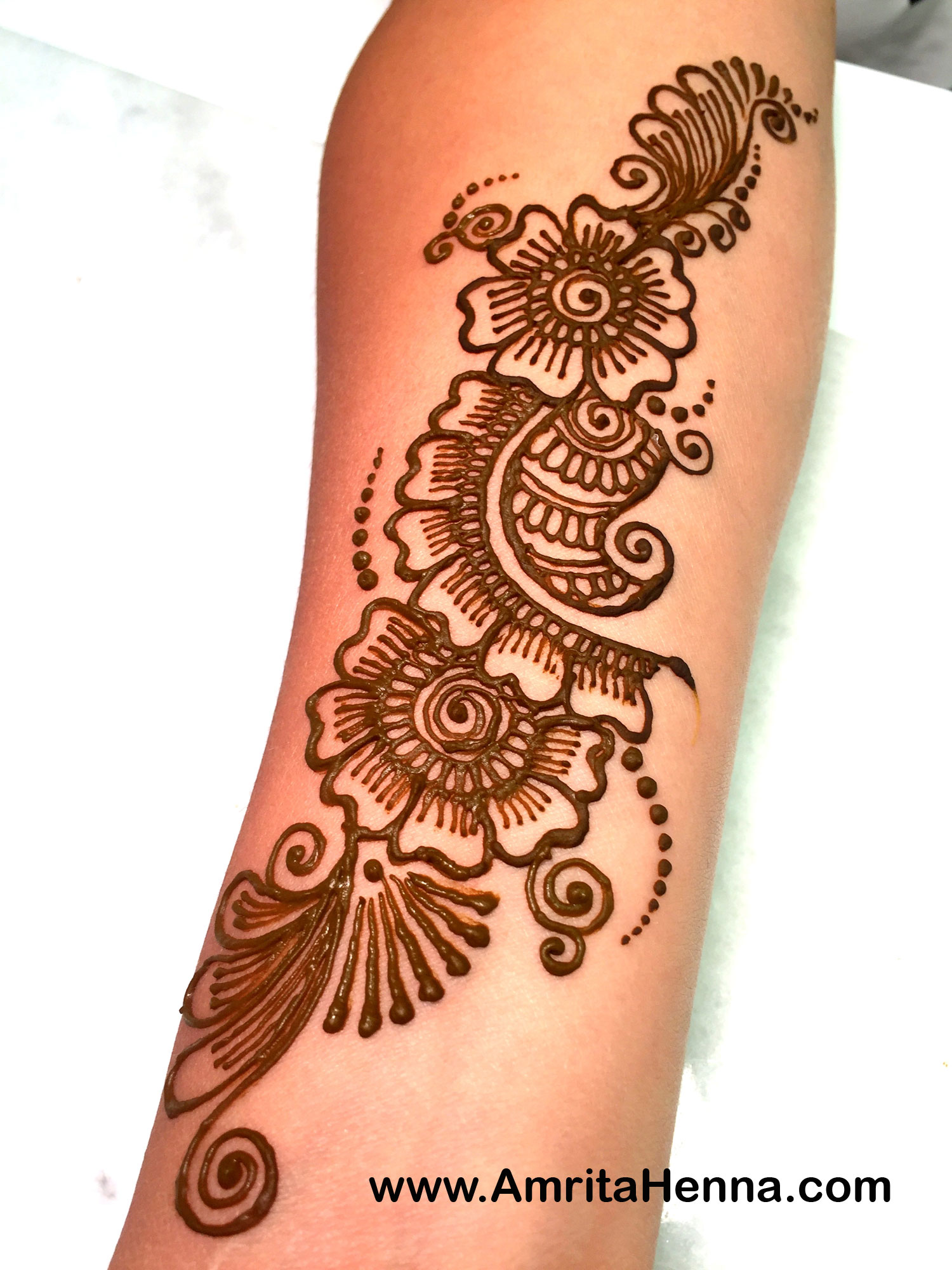 top 5 stunning arm henna designs henna tattoo mehndi art. Black Bedroom Furniture Sets. Home Design Ideas