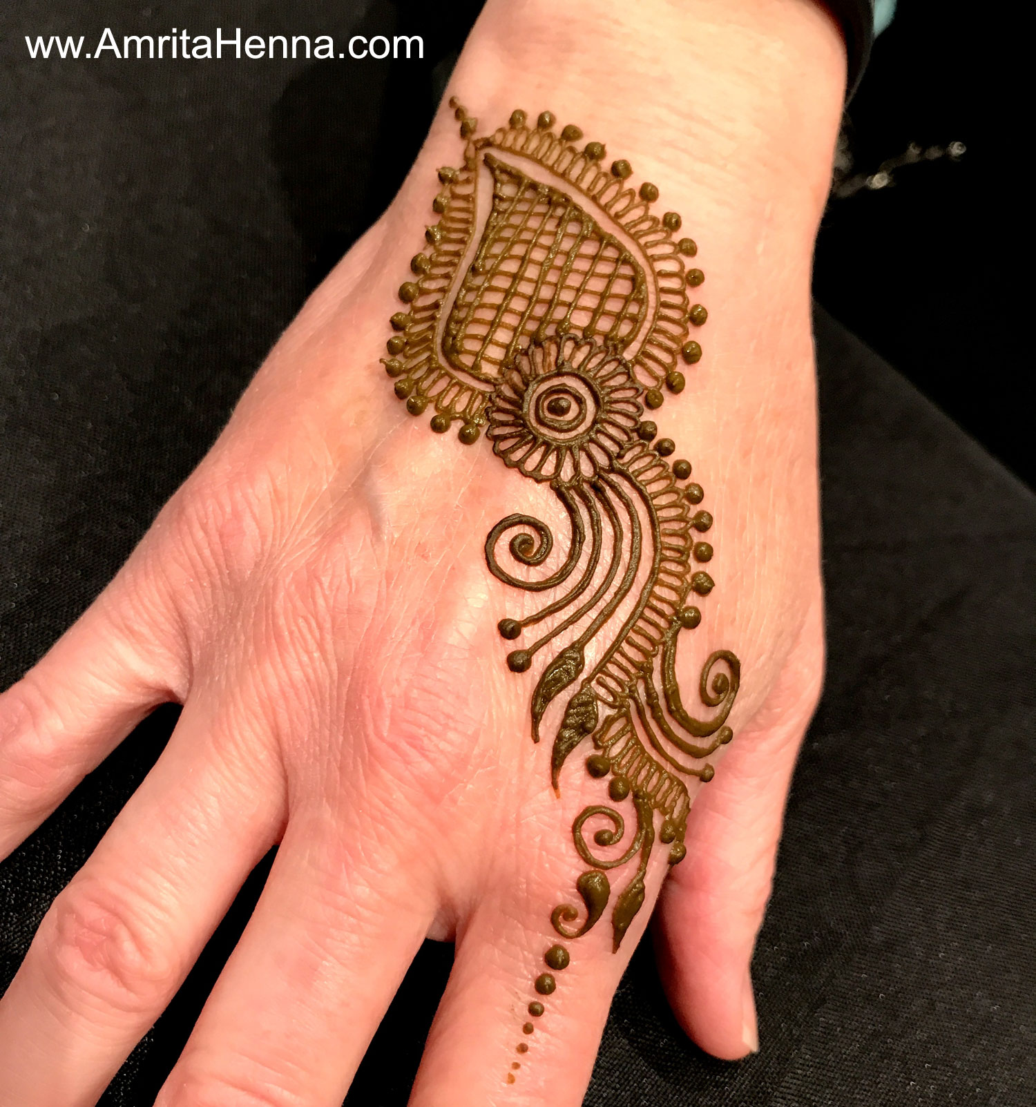 top 10 diy easy and quick 2 minute henna designs henna tattoo mehndi art by amrita. Black Bedroom Furniture Sets. Home Design Ideas
