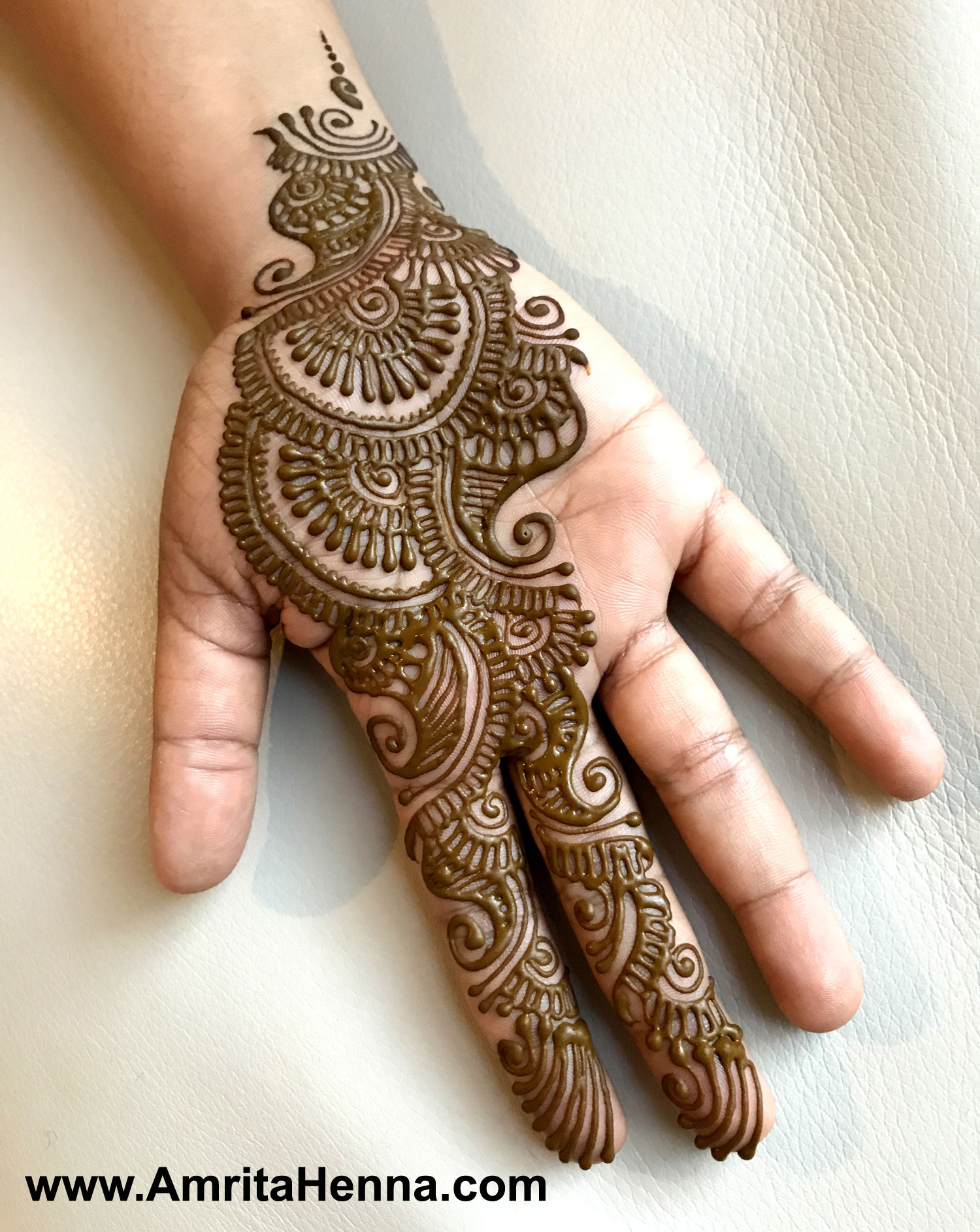 Mehndi Ceremony S Mp : Top must try henna designs for your sister s wedding