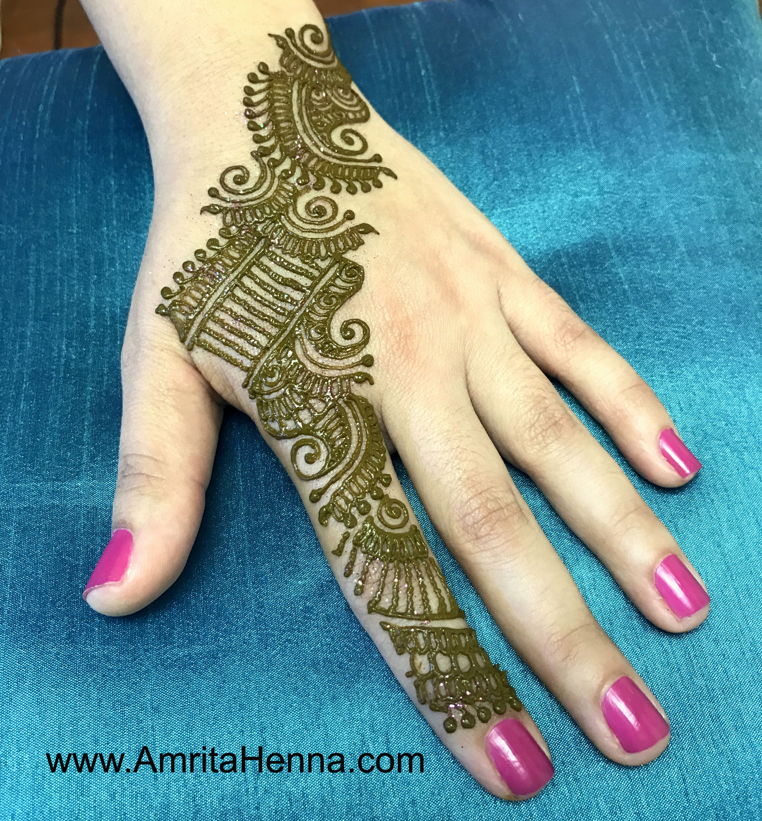 TOP 10 RAKSHA BANDHAN HENNA DESIGNS - 10 BEST MEHNDI DESIGNS FOR INDIAN RAKHI FESTIVAL - 10 STUNNING MEHENDI DESIGNS FOR THIS RAKSHA BANDHAN - 10 MUST TRY MEHANDI DESIGNS FOR RAKHI - TRADITIONAL INDIAN HENNA DESIGNS FOR RAKSHA BANDHAN - 10 LATEST BEAUTIFUL RAKHI HENNA DESIGNS - INDIAN MEHENDI ART HENNA TATTOO - 10 TRADITIONAL RAJASTHANI MEHDNI DESIGNS FOR THIS RAKSHA BANDHAN FESTIVAL - FESTIVAL OF RAKHI - INDIAN FESTIVALS - TRADITIONAL MEHNDI DESIGNS - INDIAN WEDDING BRIDAL HENNA PHOTOS - INDIAN WEDDING HENNA SANGEET CEREMONY DESIGN IDEAS