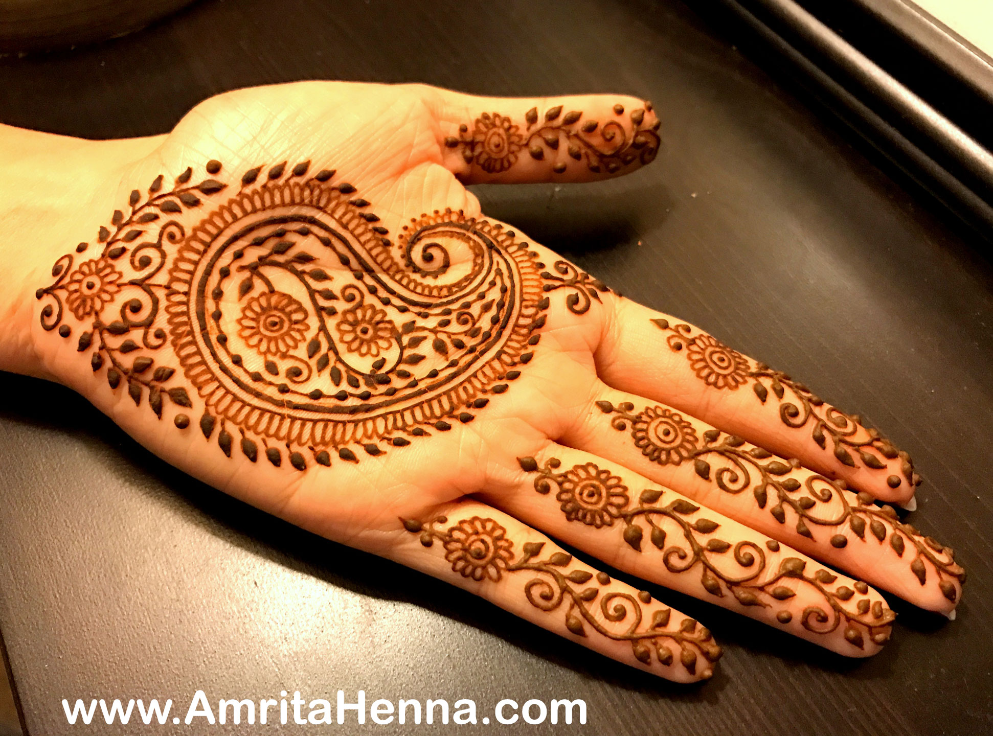 a380cd7af 5 TRADITIONAL PAISLEY HENNA MEHNDI DESIGNS YOU CANT MISS - HENNA ...