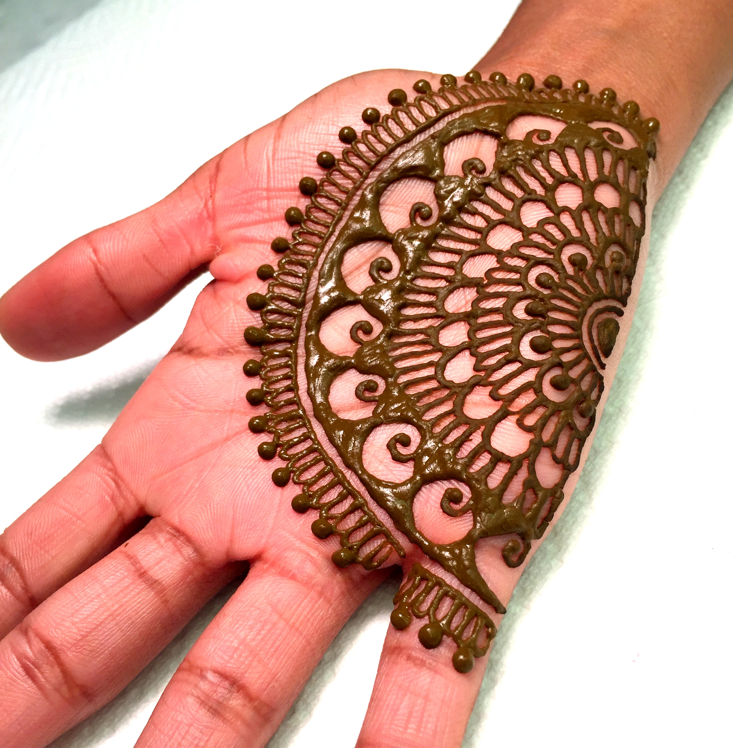 Best Semi circular Mehndi Designs - Best Half Mandala Henna Designs - Latest semi circle mehendi henna designs - best mandala henna tattoo designs pictures