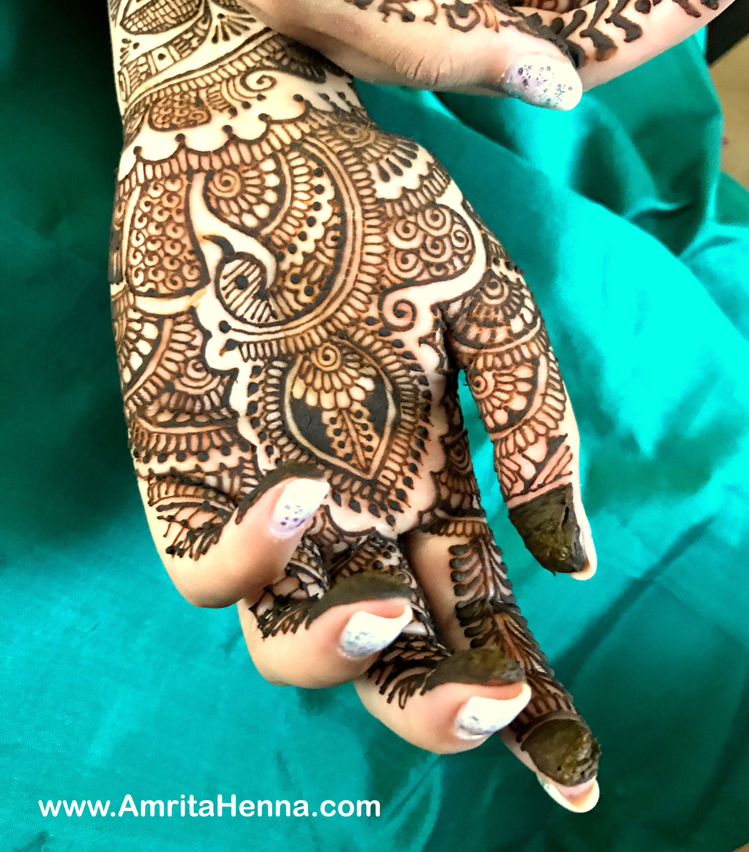 13 Unique Henna Designs Doing The Rounds This Wessing: TOP 10 LATEST UNIQUE HENNA DESIGNS FOR DIWALI